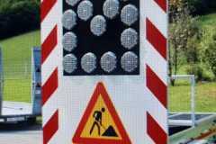 Saobraćajni znakovi sa unutrašnjim osvetljenjem 17